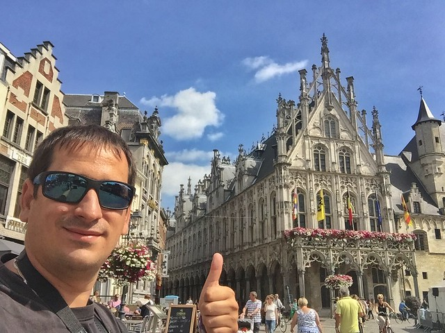 Sele en la Grote Markt de Malinas (Mechelen) en Flandes