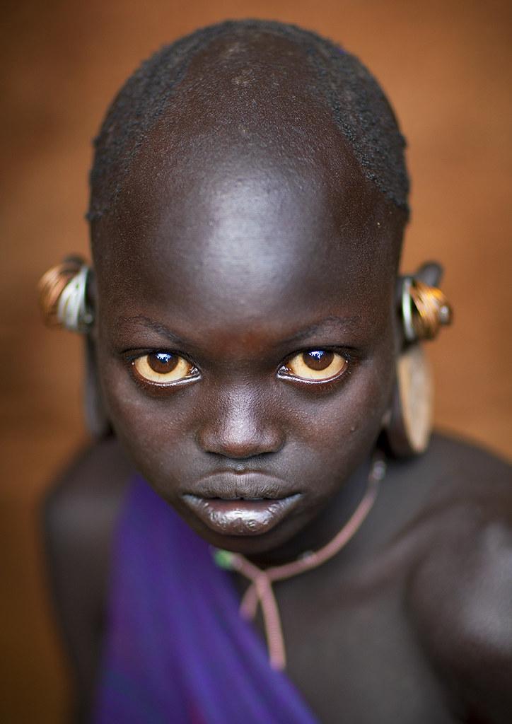suri little girl with big eyes kibbish omo ethiopia flickr