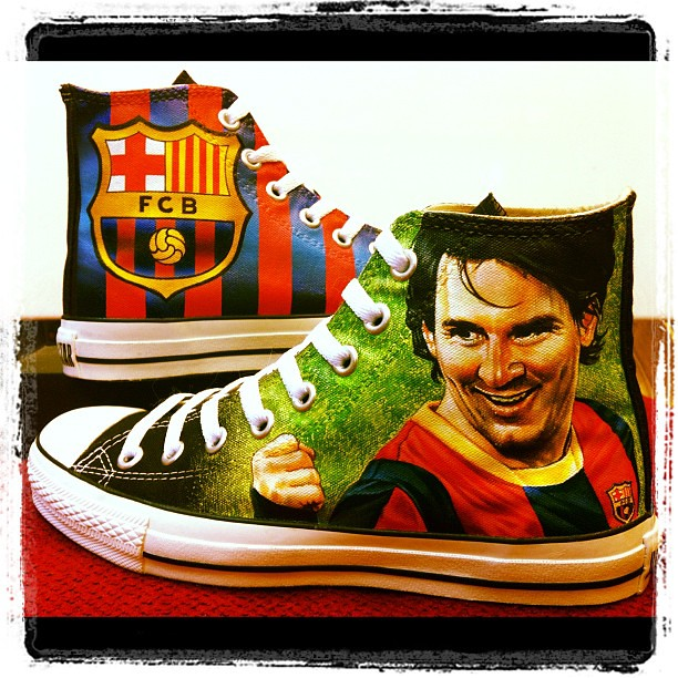 Fcb Logo Pictures Messi With Fcb Logo on Black