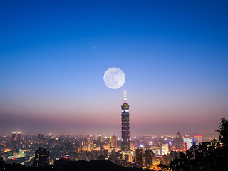 Super Moon with Taipei 101 | by 范植然 KentFan