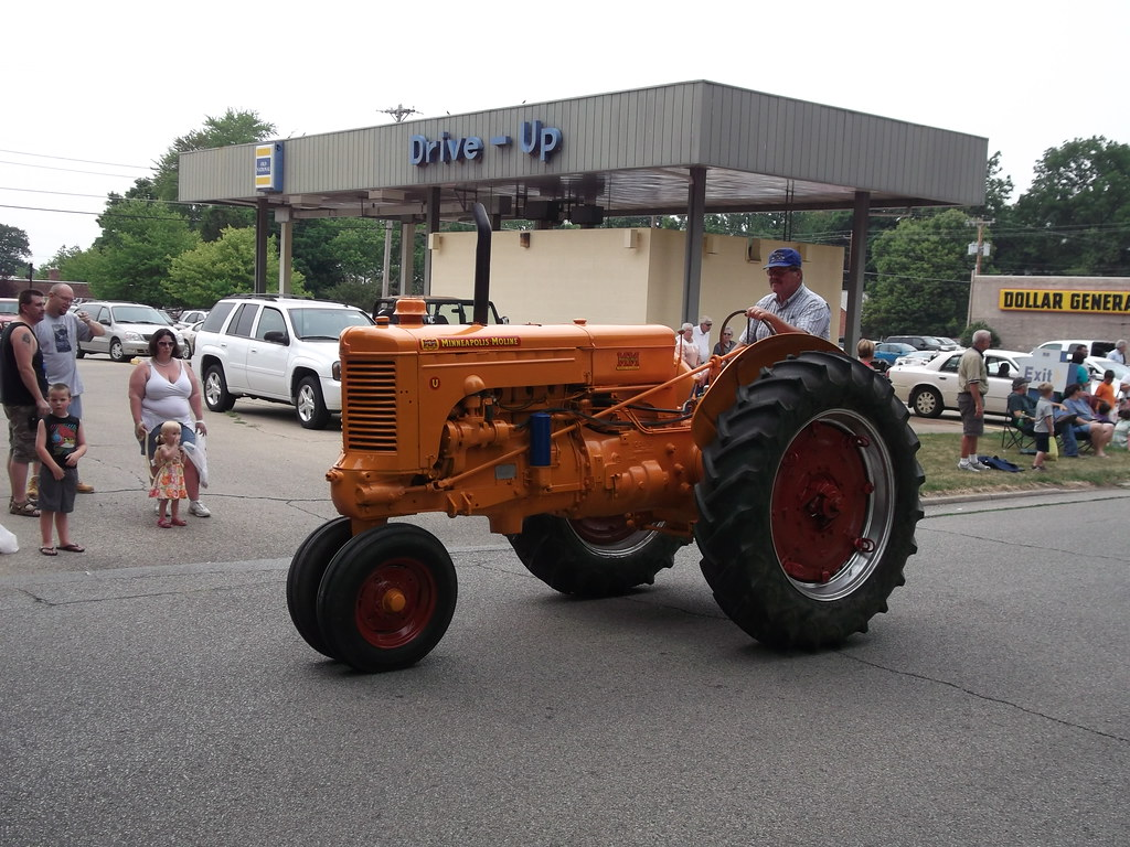 Minneapolis Moline Lawn Tractor Parts : Minneapolis moline u tractor seen in the parade a part