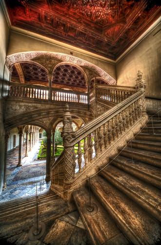 Escalera noble palacio de santa cruz toledo bardaxi for Escaleras toledo