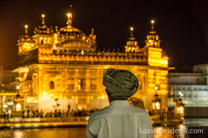 templo dorado de los sijs de noche
