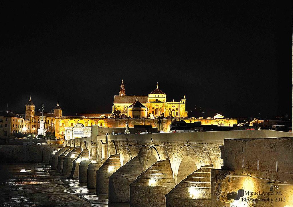 Mezquita catedral y puente romano de c rdoba la catedral - Mezquita de cordoba de noche ...