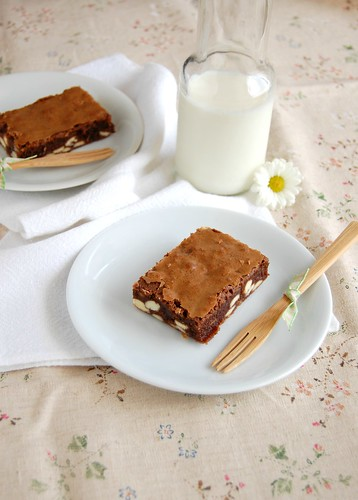 Easy double choc brownies / Brownies fáceis com chocolate branco | by Patricia Scarpin