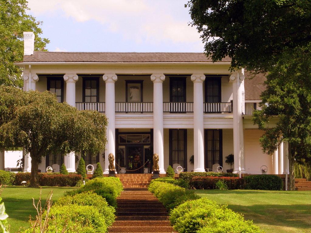 Loretta Lynn S Mansion These Days The Town Of Hurricane