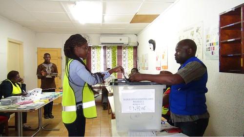 Une représentante d%27un Candidat votant