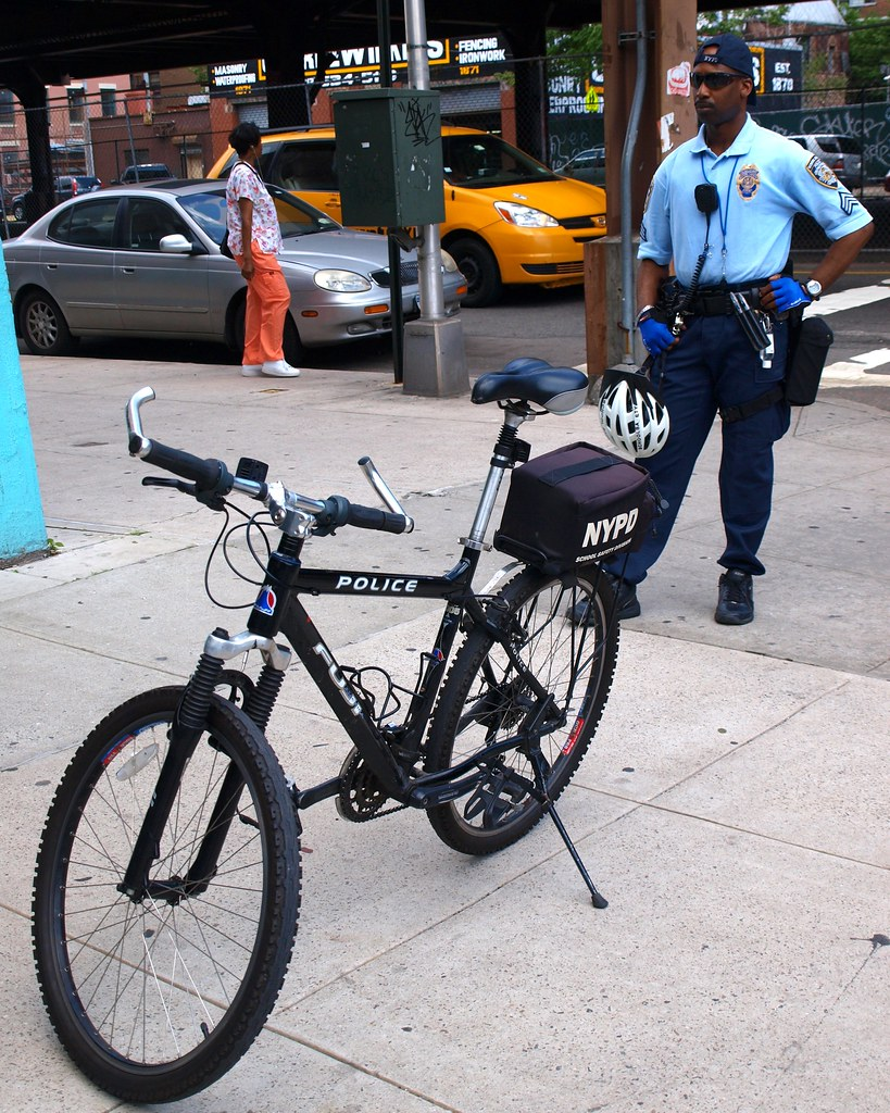 Nypd School Safety Bicycle Police Officer Harlem New Yor Flickr