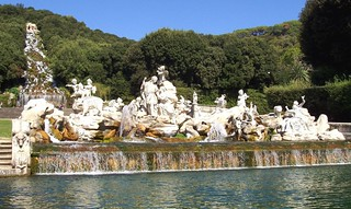 Jardines del Palacio Real de Caserta. Cascadas y grupo escultórico. / Royal Palace of Caserta Gardens. The cascades and group of sculptures. | by Aire: nada, casi nada