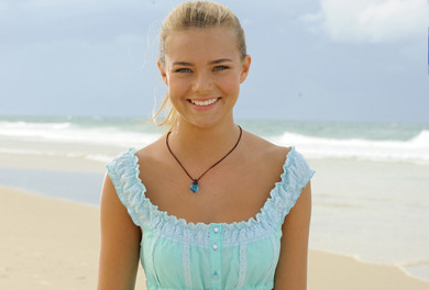 Indiana evans season 3 h2o just add water 10333193 390 264 for Isabella hartley