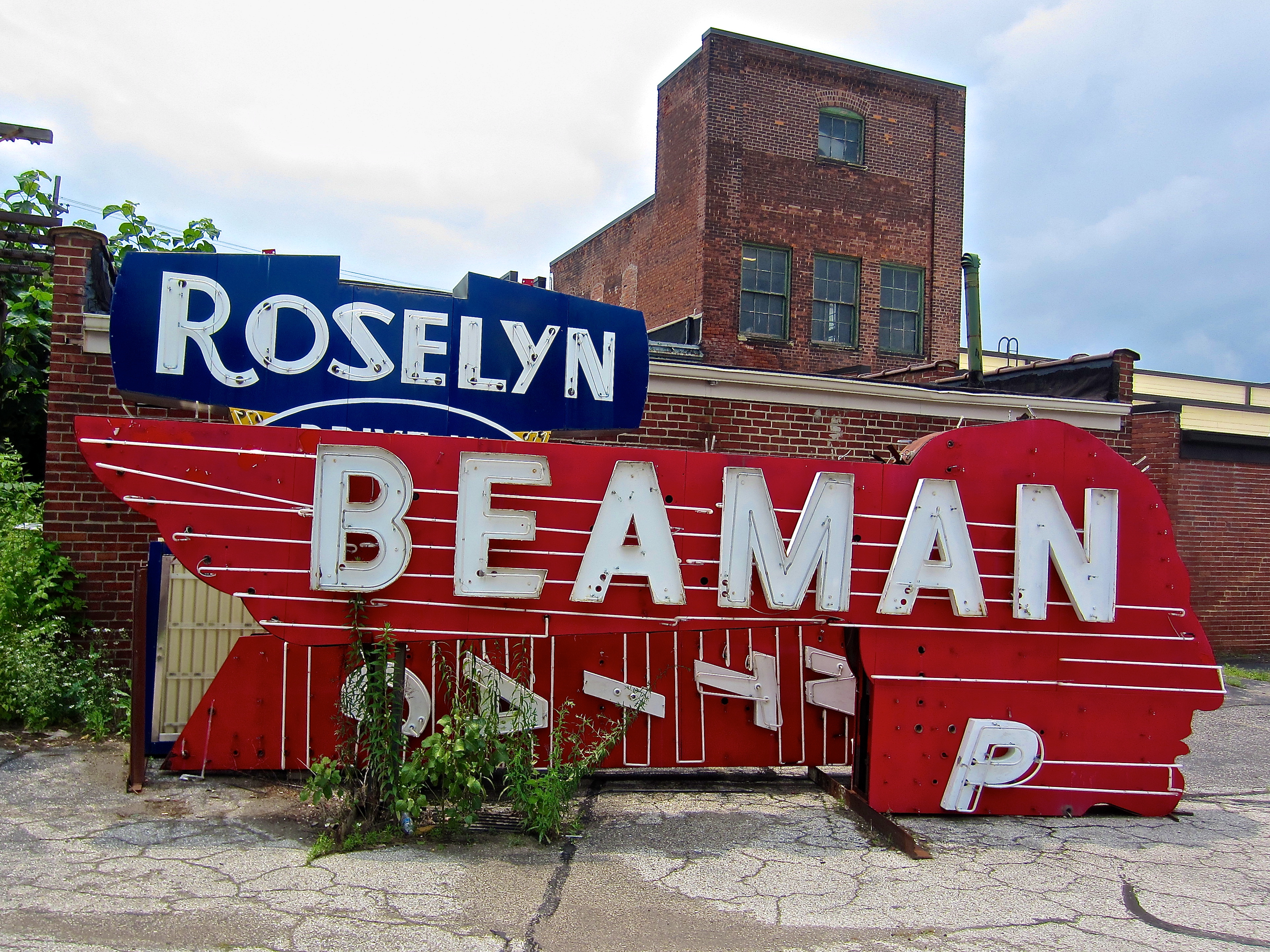 Beaman Pontiac sign - American Sign Museum - 1330 Monmouth Avenue, Cincinnati, Ohio U.S.A. - July 2, 2015