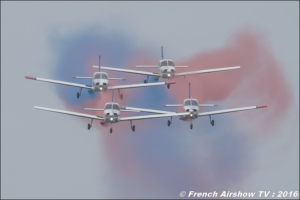 Formation Team The Victors , The Belgian Civil Formation team , Piper PA-28 ,Belgian Air Force Days 2016 , BAF DAYS 2016 , Belgian Defence , Florennes Air Base , Canon lens , airshow 2016