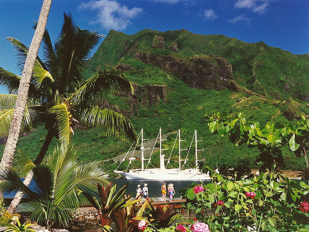 Windsong Cruise Ship In Cooks Bay Moorea French Polynes Flickr - Windsong cruise ship