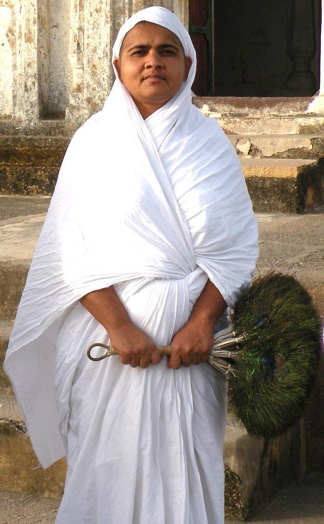 Jain nun | A Jain Digambara nun in the temple area at ...