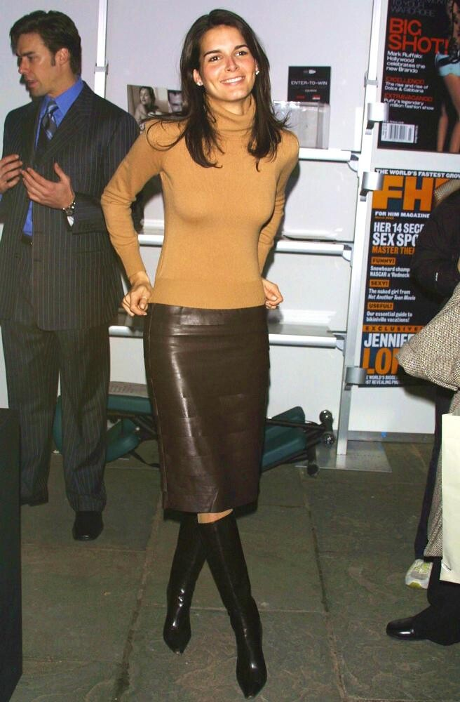 Angie Harmon Very Sexy Leather Skirt Amp Boots Leather