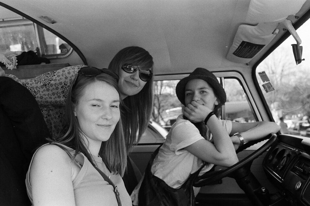 The all-girl VW Bus team | Hey girls! | Tony240Z | Flickr
