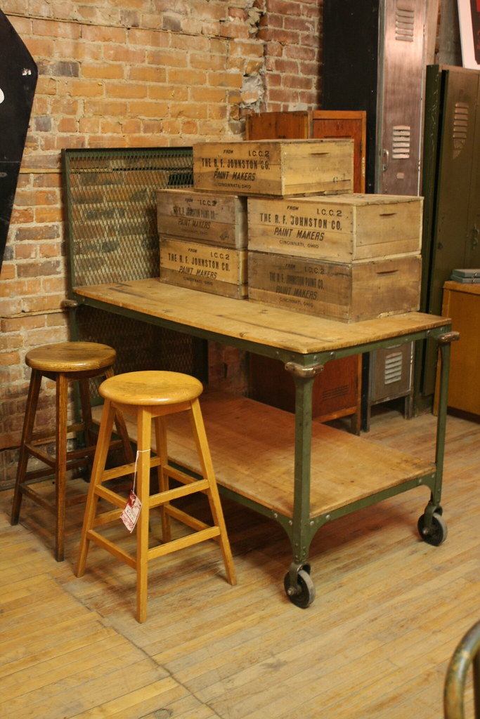 Mobile Kitchen Island With A Side For Bar Stools