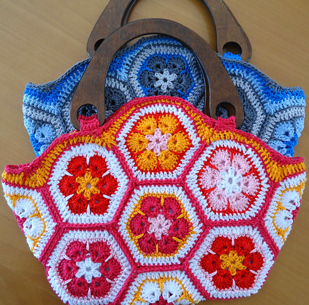 crochet bag in blue and rose African flower blogged on ...
