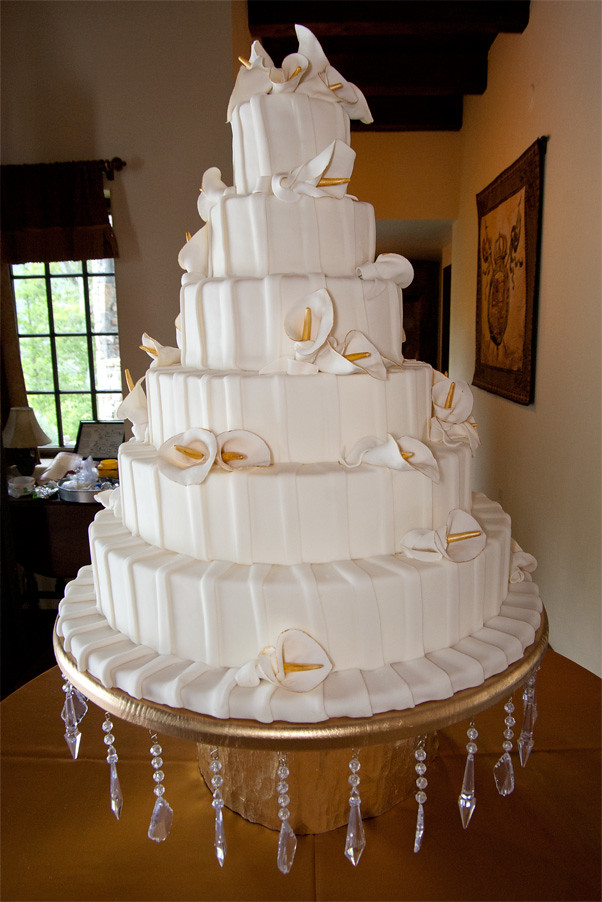 six tier wedding cakes pictures this six tier wedding cake was covered in a patterned fond 20158