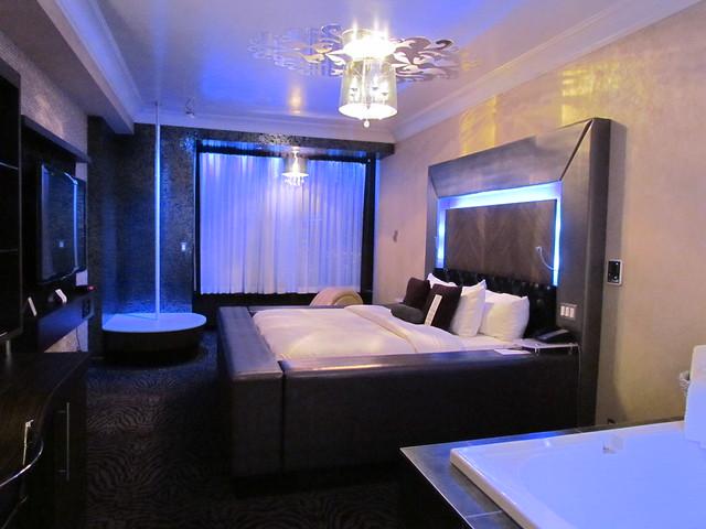 the hollywood theme room at the fantasyland hotel part 1