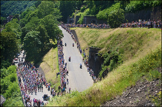peloton going up the Citadel de Namur | by kristof ramon
