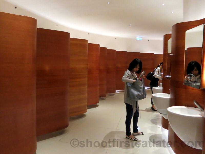 restroom in pacific place mall hong kong 001 leslie flickr. Black Bedroom Furniture Sets. Home Design Ideas