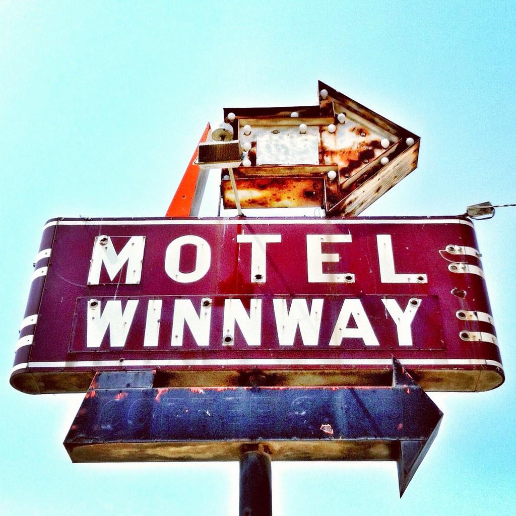Vintage Neon Sign In South Dallas, Texas
