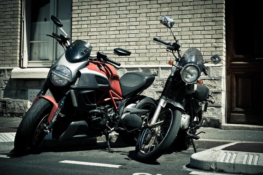 Ducati Diavel  Vs