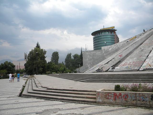 Piramida, Tiranë