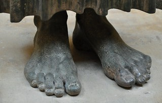 Feet of the charioteer of Delphi, bronze sculpture c. 470 BC | da Bochum1805