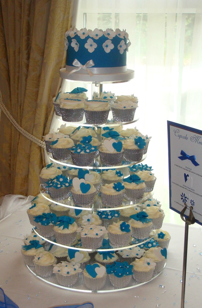 Cake Design Cupcake And Bakery Bari : Blue and White Wedding Cupcakes In a mix of lemon ...