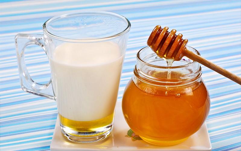 Warme melk en honing