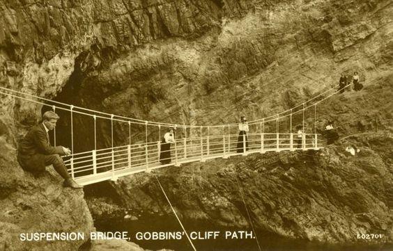 Puente en suspensión del sendero de los Gobbins (foto antigua)