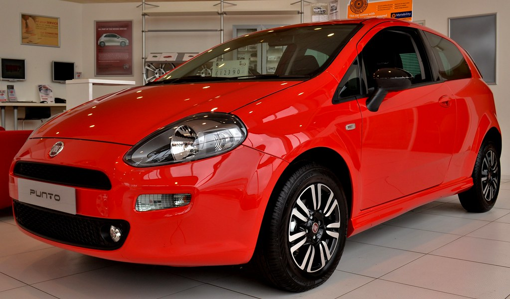 Fiat punto twin air seen at wessex garages newport for Garage fiat englos horaires