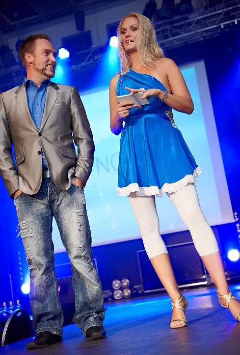 ... Konferansierer Ørjan Burøe og Marna Haugen   by Miss Universe Norway
