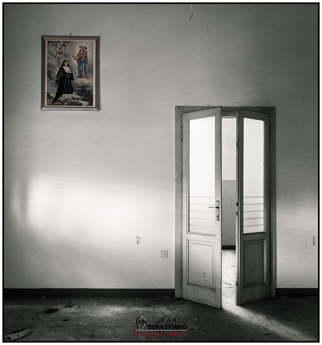 Mystic composition with a door and a painting | by Fabio Simone Sebastiano