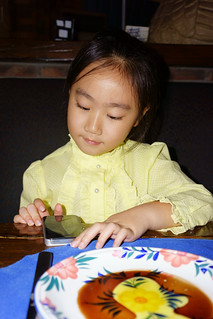 Kid using Smart Phone in Restaurant_DSC06635 | by ohmytrip