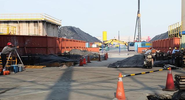 中龍鋼鐵廠的冶金煤料堆室內化工程2016年2月已動工,預計2018年底完成。 攝影:陳文姿