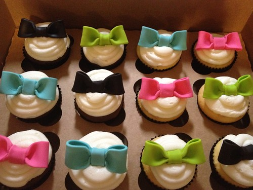 Minnie Mouse Bow-Tique Cupcakes | by SweetNothingsPhotos