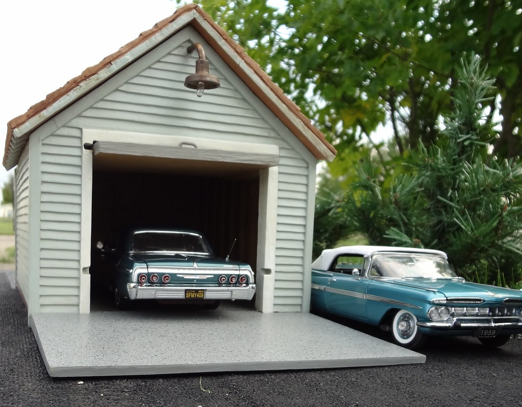 Single car garage this 1 24 scale building was issued by for Building a single car garage
