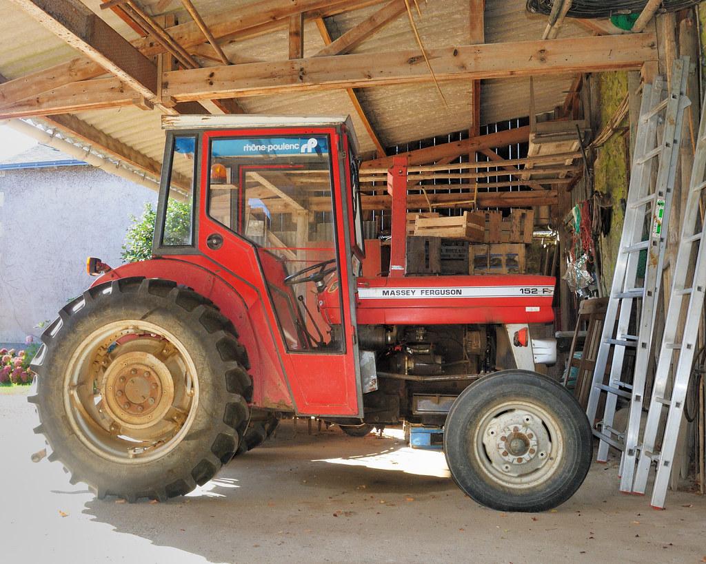 tracteur massey ferguson 152 f gilles p ris y saborit. Black Bedroom Furniture Sets. Home Design Ideas