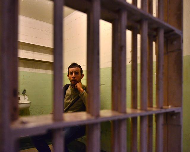 Encerrado en una de las celdas de la carcel de Alcatraz