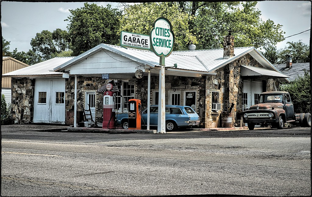 garage in small town usa while driving thru arkansas