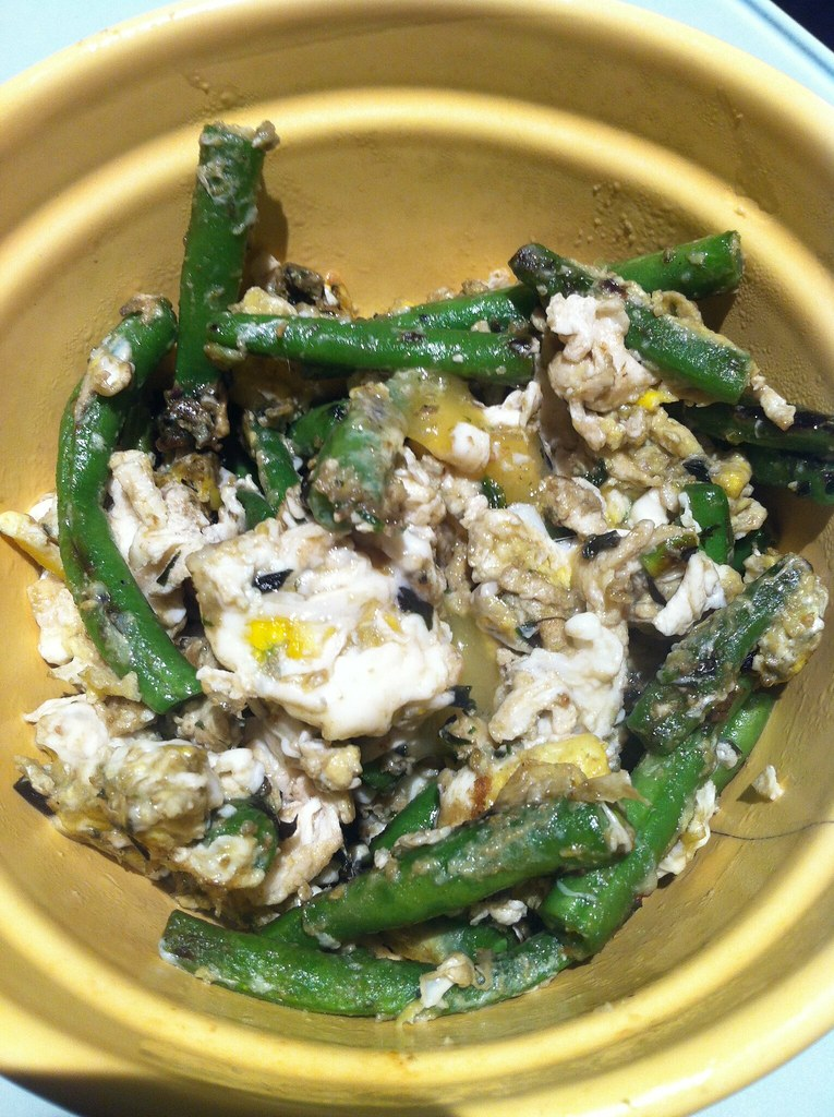 Scrambled eggs with green beans, pesto, and cheddar cheese ...
