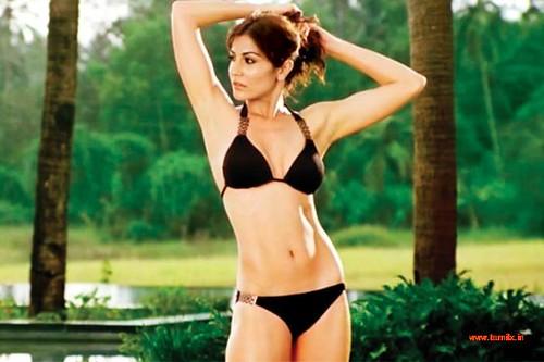 Actress Shraddha Arya Bikini Stills: Anushka-sharma-actress-bikini-hot-pics-wallpapers-16