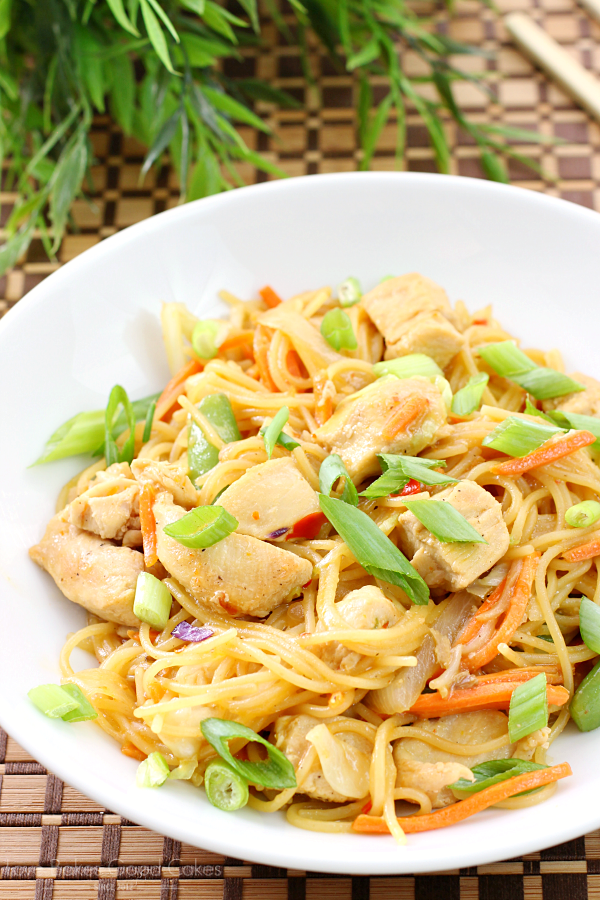 Dinner is done easy and delicious with this One Pan Chicken & Orange Chile Noodles! Your taste buds will thank you!