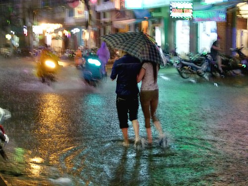 Images Of Lovers In Rain: Lovers Under Rain