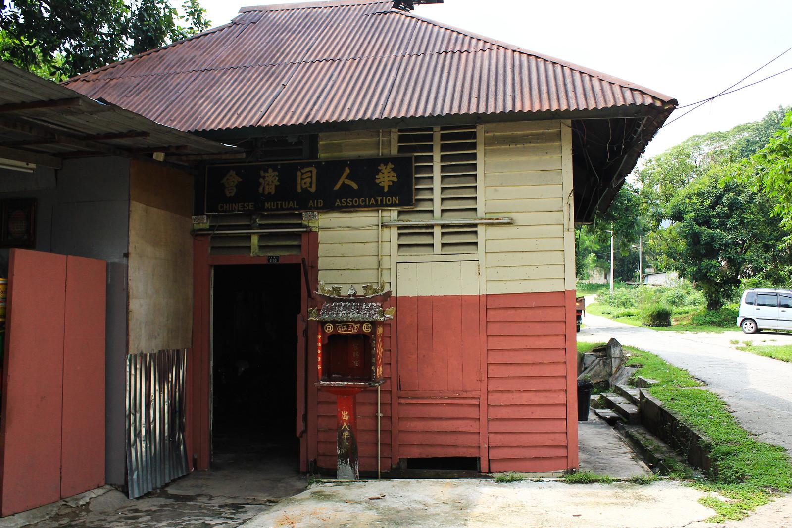 雙溪毛糯院的院民以華人為大多數,因此院內至今仍不難找到華人社團文化的痕跡。(攝影:何欣潔)