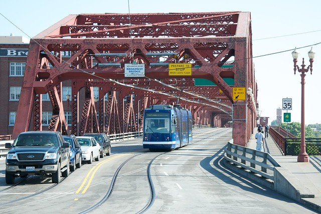 New Portland Streetcar Crossing The Broadway Bridge Flickr Photo Sharing