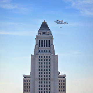The Shuttle Endeavour Flying Past L.A. City Hall | by Non Paratus